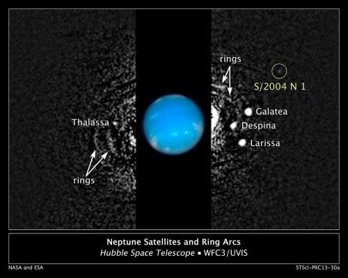 Neptune avec son 14ième satellite, ici entouré en blanc (image ESA et NASA)
