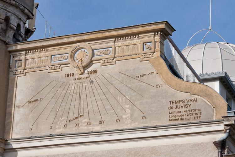 Cadran solaire de l'Observatoire de Juvisy (image Wikipédia)
