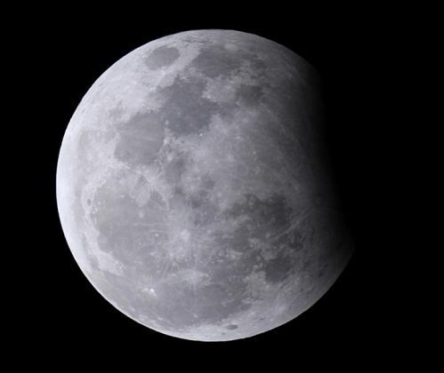Eclipse partielle de Lune Décembre 2009 (image astronamis.net)