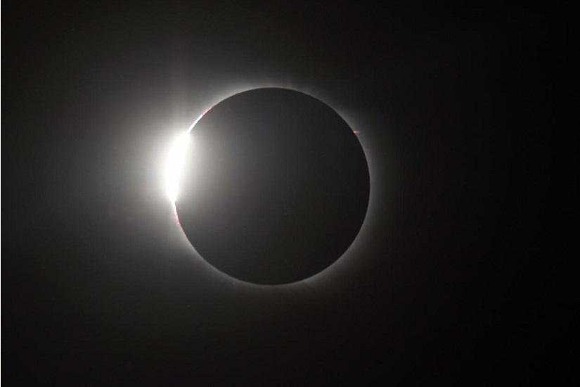 Suivez l'éclipse totale de Soleil en direct!