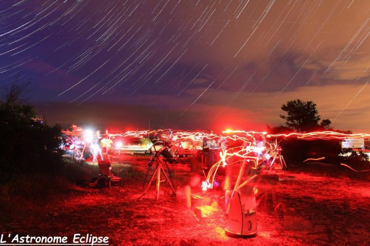 Filé d'étoiles au plateau de Calern (image L'Astronome Eclipse)