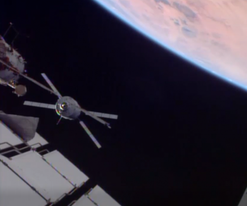 L'ATV-4 Albert Einstein s'approchant de l'ISS (image ESA/NASA)