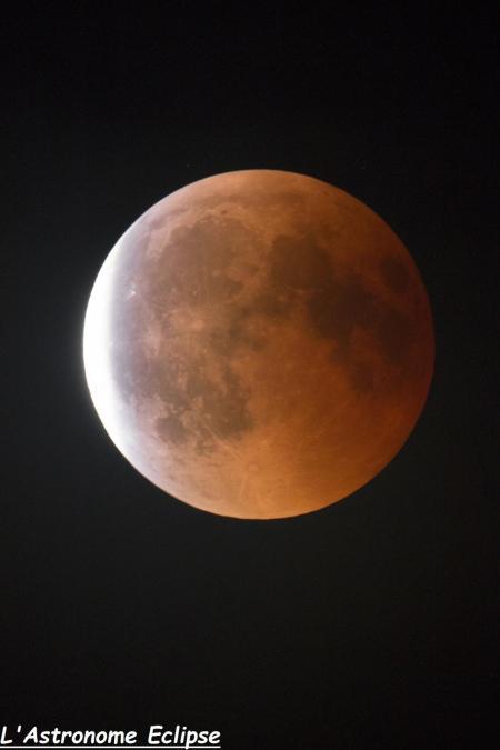 L'éclipse à 23h51 (image L'Astronome Eclipse)