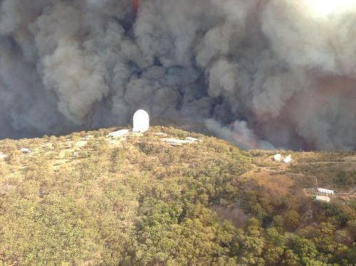 L'Observatoire de Siding Spring face au feu (image NSW Rural Fire Service)