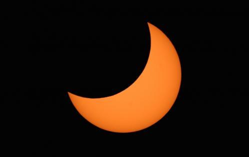 Photo d'une éclipse partielle de Soleil (image Greg Hewgill)