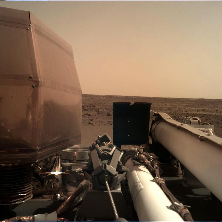 Première image de Mars prise par la caméra IDC (image NASA)