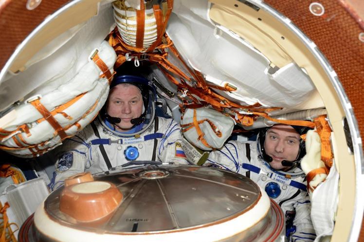 Thomas Pesquet installé à droite dans le vaisseau Soyouz (image ESA)