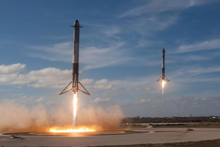 Atterrissage des boosters de Falcon Heavy (image Space X)