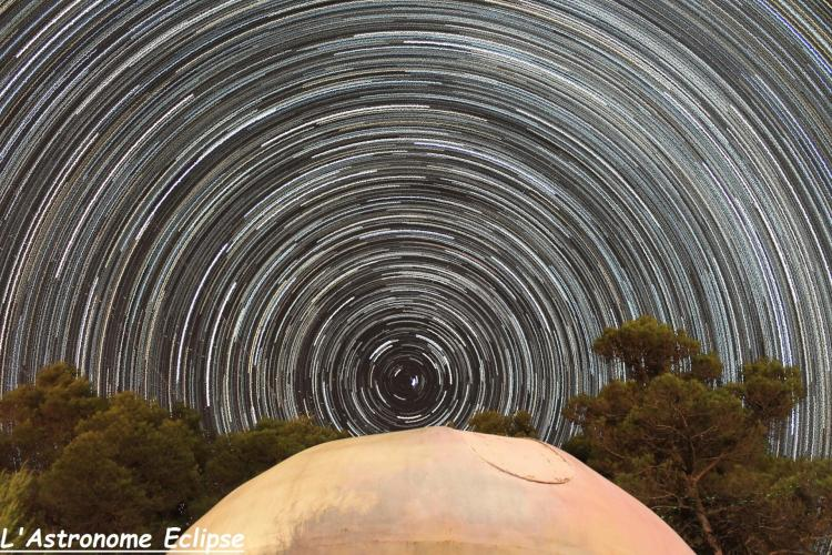 Filé d'étoiles centré sur l'étoile polaire (image l'Astronome Eclipse)