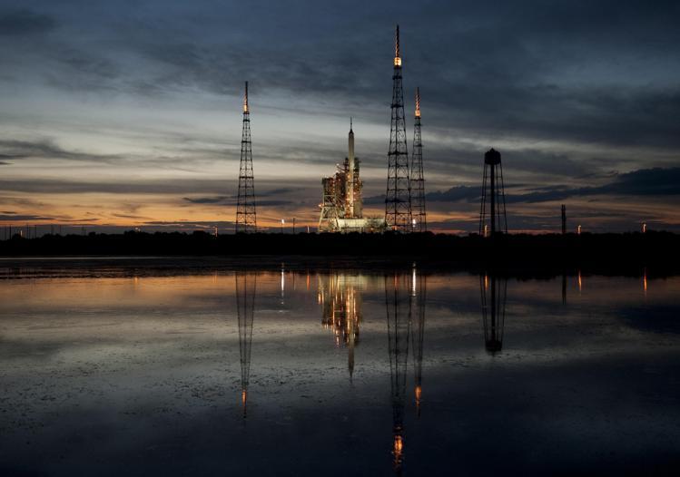 La fusée Ares-1 sur son pas de tir (image NASA)