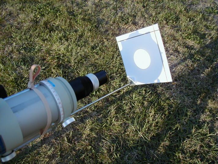 Ecran de projection solaire installé à l'arrière d'une lunette (image SAF)