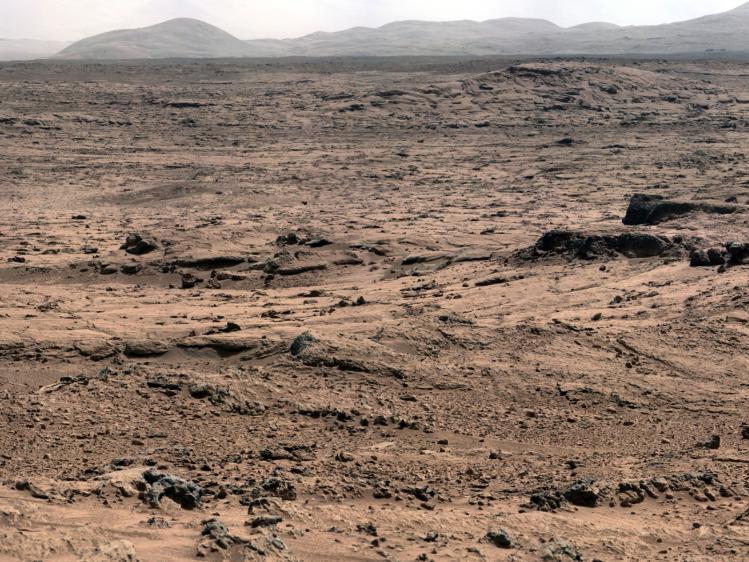 Paysage martien vu par le robot Curiosity (image NASA)