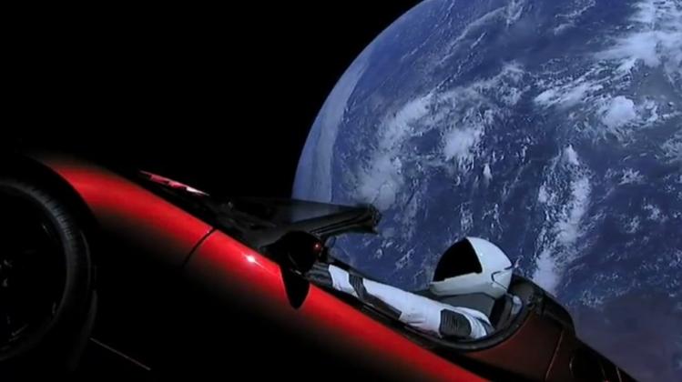 Starman, dans sa voiture Tesla (image Space X)